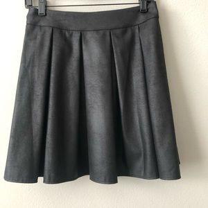 NWOT Saks 5th Avenue pleated skirt medium